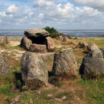 640px-Megalithic_grave_Harhoog_in_Keitum%2C_Sylt%2C_Germany.jpg