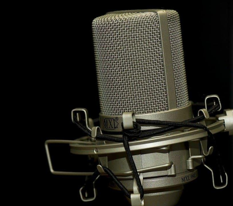 microphone-1007154_1280%20%281%29%20%281%29.jpg