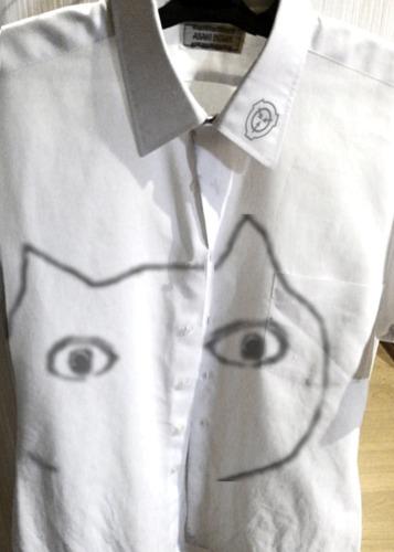 ねこのシャツ